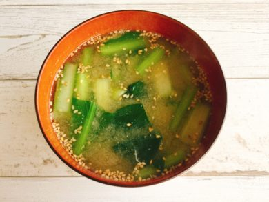 小松菜とごまの味噌汁