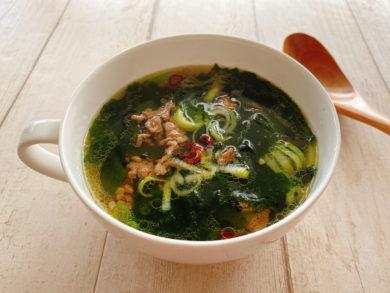 牛挽肉とネギのピリ辛わかめスープ